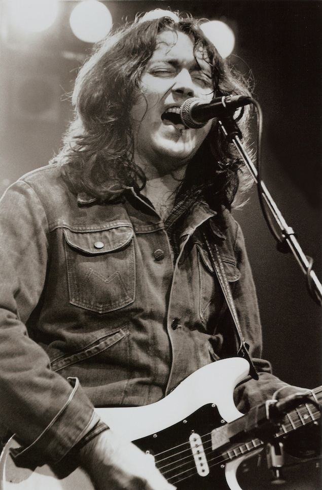 Rory_Gallagher_by_Harry_Potts